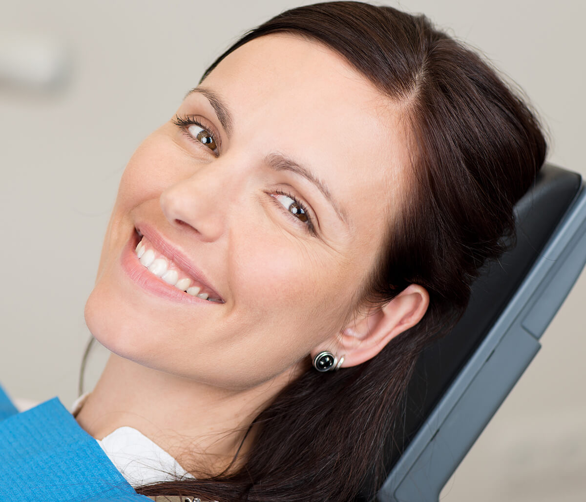 Dentist in Scottsdale Talking About the Wonderful Benefits Offered by Full Mouth Dental Implants
